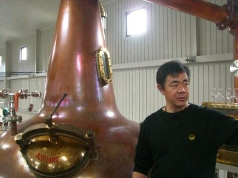 Ichiro Akuto bij de Chichibu stills (foto: John Hawkins for Nonjatta)